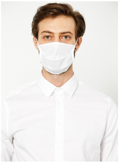Fabrika Fabrika Koruyucu Maske İle Gömlek Beyaz